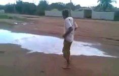 Bêbado achou que a poça de lama era um rio
