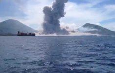 Cinegrafista Filma Explosão de Vulcão