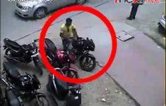 Roubo: Bandidos Fazendo Ligação Direta em Moto