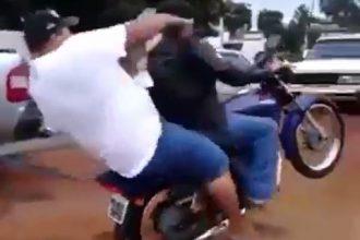 Video Cacetadas: Descendo a moto do caminhão