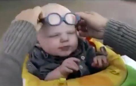 bebe-ve-a-mae-primeira-vez