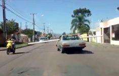 transportando-cano-no-carro
