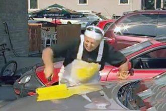 pegadinha-pintando-carro-dos-outros