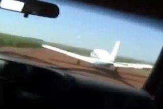 Videos Emocionantes: Polícia perseguindo avião