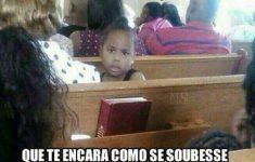 crianca-na-igreja