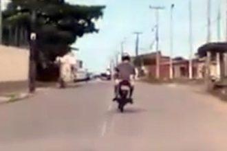 Bêbados: Bêbado escapando do tiroteio 💥🔫😂
