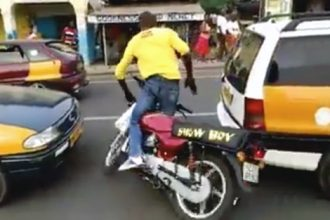 Videos de Moto: Gosta de se exibir de moto