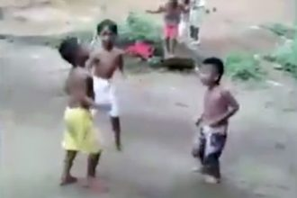 Zueira: Avó enganando a atendente