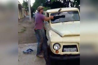 quebrou-o-carro-na-frente-da-policia