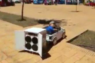 Videos de Carro: Entrando na lagoa com Jeep