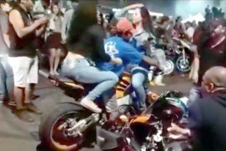 Videos: Gosta de se exibir de moto