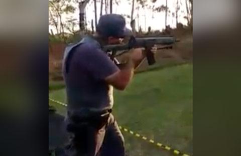policia-com-arma-explosiva