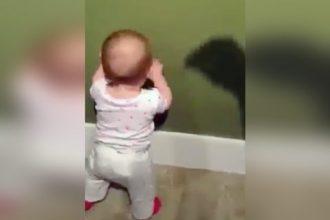 Bebês: Bebê Imitando Rocky Balboa