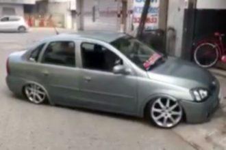 Videos de Carro: Criança dando borrachão no carro