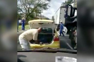 Videos WhatsApp: Peixe Bebendo Cerveja